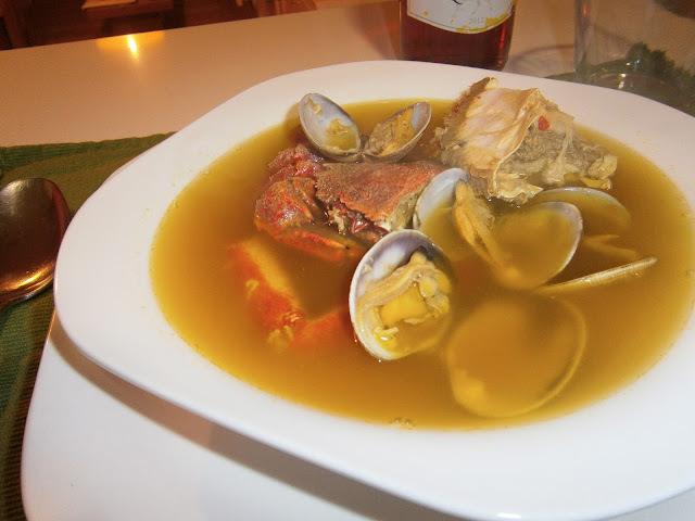 Sopa de centollo y almejas