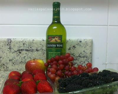 Terrine de frutas com vinho branco
