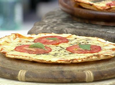 Pizza com Massa de Pão de Queijo para o Dia Nacional da Pizza