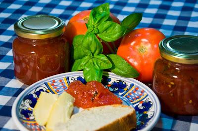 Jalea picante de tomate  y albahaca