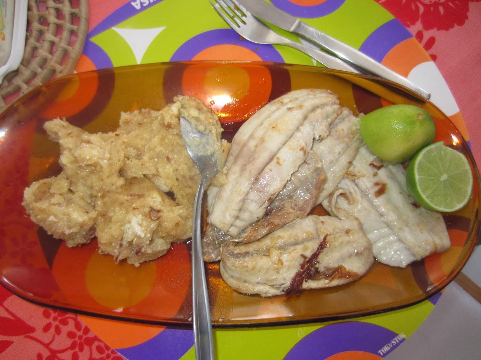 Filé de peixe frito com pirão d'água