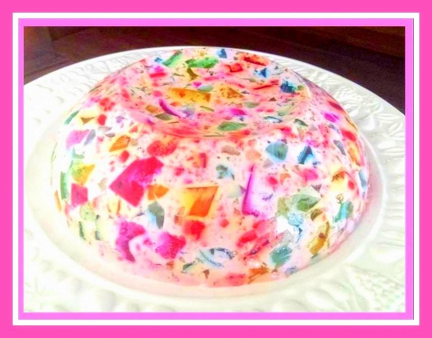 Pudim colorido de gelatina