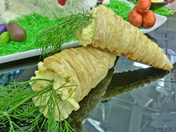 Cenoura de Massa Folhada, Cestinha de Flocos de Milho, Potinho com Ovo