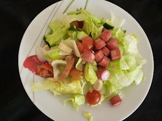 Virslis-balzsamecetes saláta