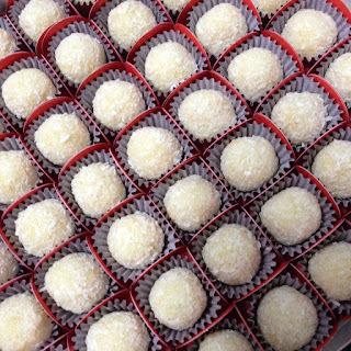 Beijinho de coco cremoso para comemorar o 14º aniversário do Supermercado DIA