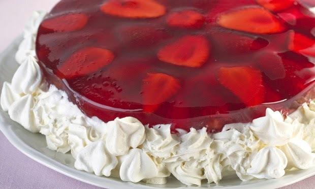 como colocar gelatina por cima da torta