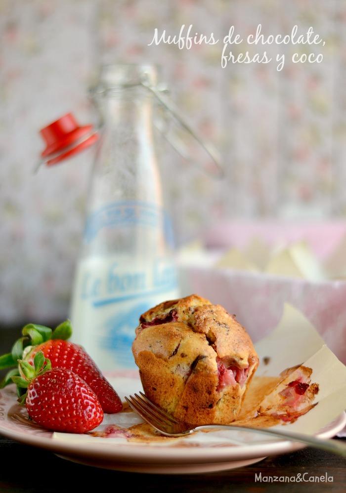 Muffins de fresas, coco y trocitos de chocolate