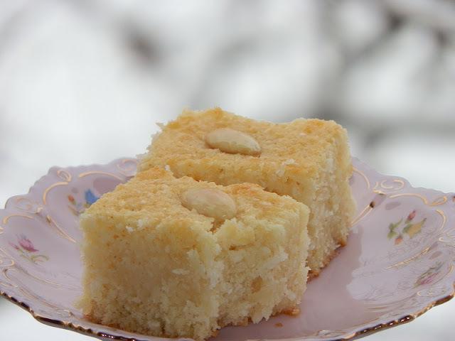 Kolač od griza i kokosa ( Basbousa- Semolina coconut cake)