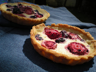 Es tiempo de berries y de tartaletas con café helado!
