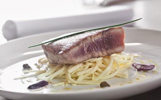 Toro de Atum Semigrelhado com Espaguete de Palmito Pupunha