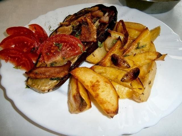 Baklažán pečený so zemiakmi a s cesnakom