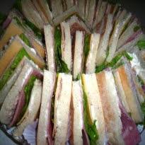 mini sanduiches para festa com pate