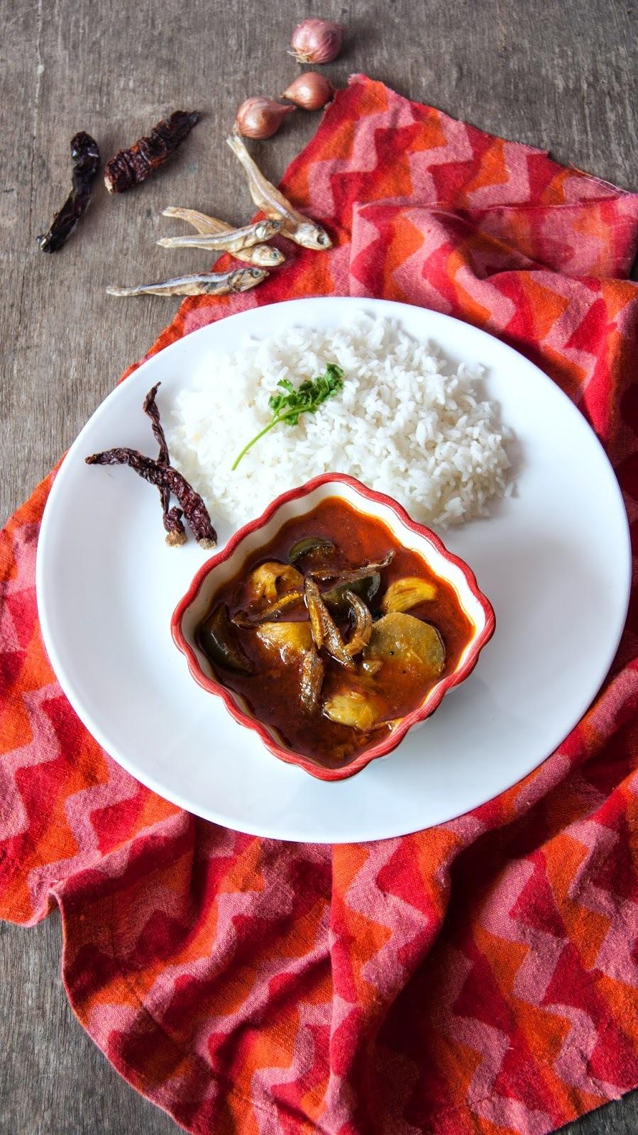 Dry Anchovies Curry / Nethili / Netholi  Karuvaadu Kuzhambu