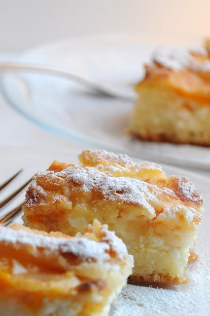 Túrós-őszibarackos sütemény