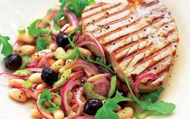 Salada de Atum Grelhado com Feijão-Branco e Azeitona