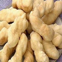 de biscoito de polvilho azedo e farinha de milho frito