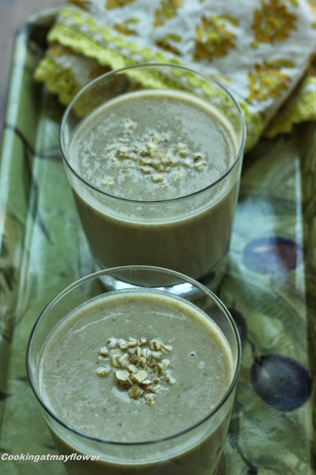Healthy Avocado banana oats breakfast smoothie