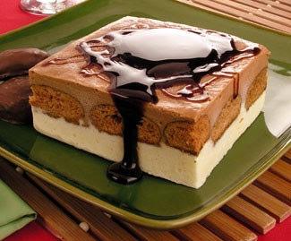 Pavê de sorvete e pão de mel