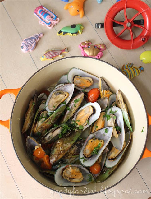 Recipe: Steamed Mussels with Sake and Cherry Tomatoes