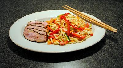 Teriyaki-marineret andebryst med spicy nudelsalat