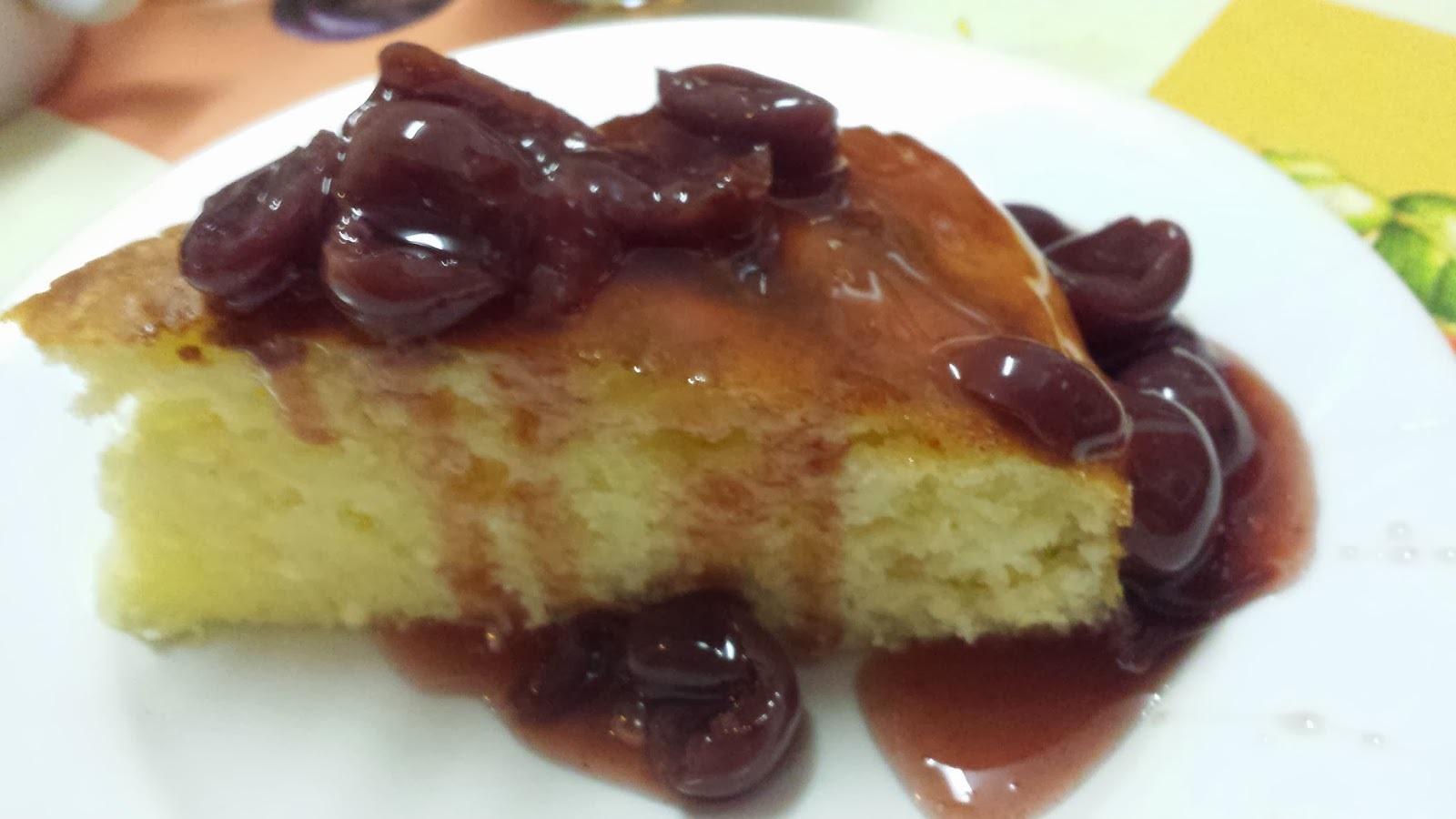 Tvarohová torta s višňovou polevou