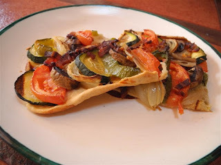 Tarta de verduras diferente y bifes de lomo