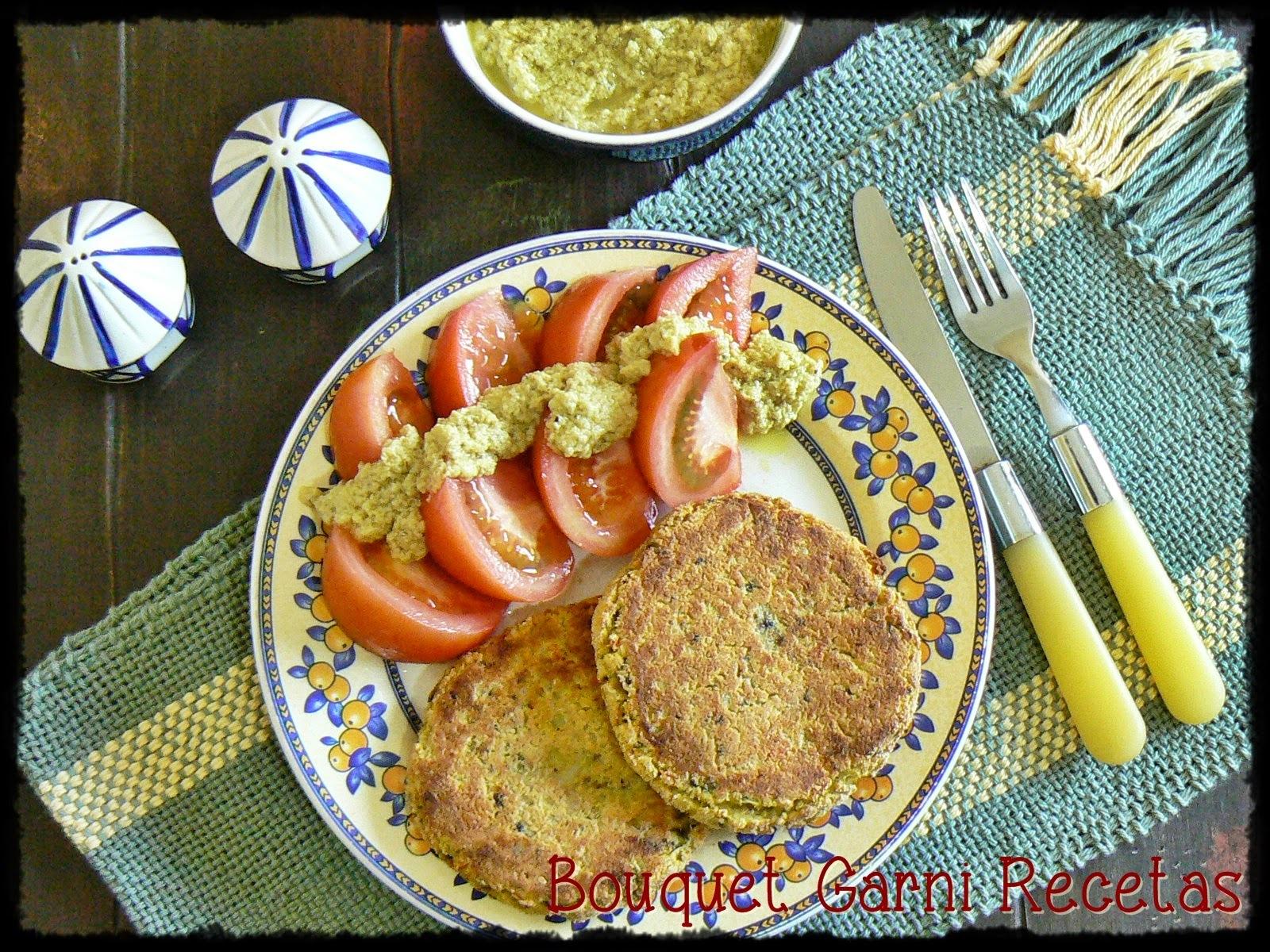 Hamburguesas de garbanzos, arroz integral y vegetales con aderezo al Masala