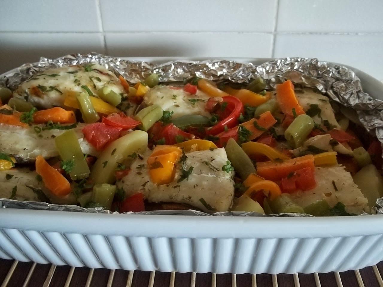 Peixe com legumes ao forno