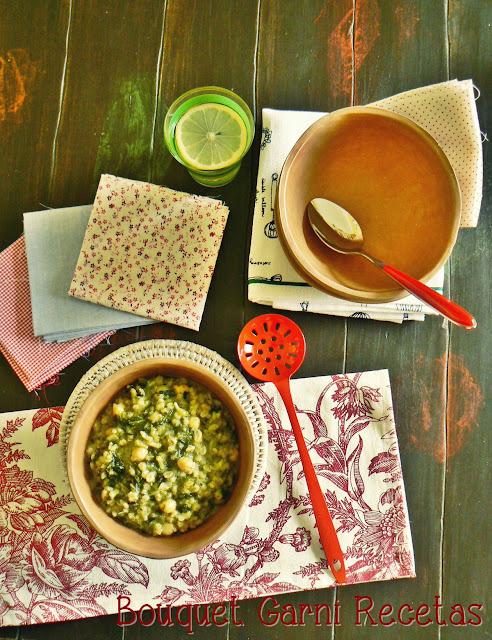 Guiso verde de cebada y garbanzos