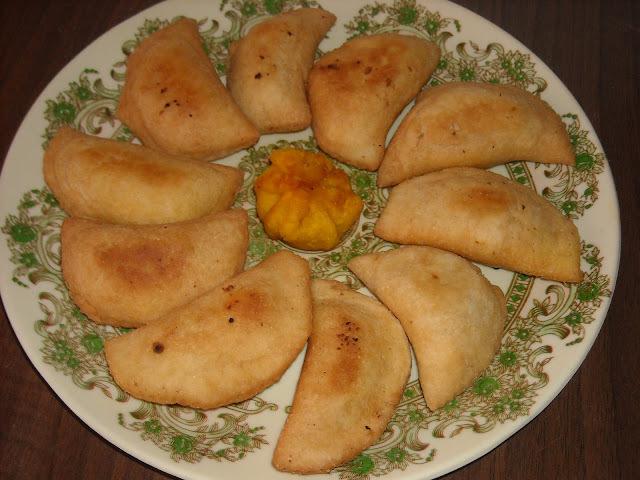 Karanji (Olya naralachya karanjya)