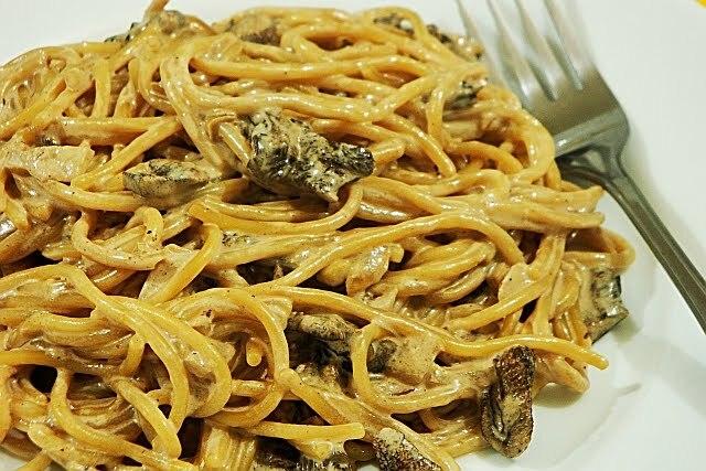 Massas:Espaguete com molho de Funghi Secchi