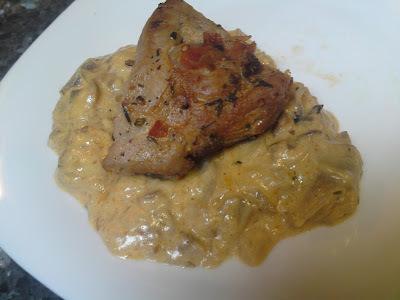Začinjeni lungić sa slaninom i umak od šampinjona/Spiced tenderloin with bacon and mushroom sauce