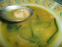 sopa de batata baroa com camarão e alho poró
