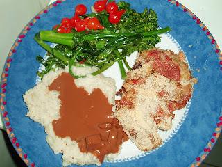 Vitela com molho de chocolate e figos turcos com purê de batatas e castanhas do Brasil