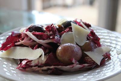 Salada de Radicchio com Uvas e Pistache