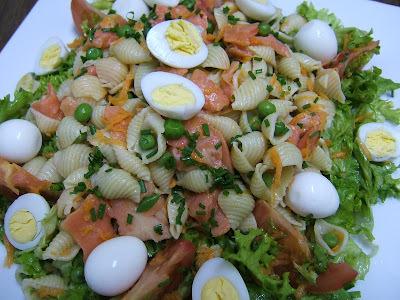 Ensalada de pasta y salmón ahumado