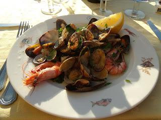 Insalata di mare preparado por Don Emiddio em Ischia