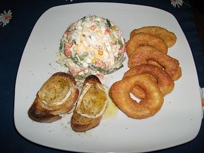 Salada Russa com Calamares e tostas de queijo de Cabra