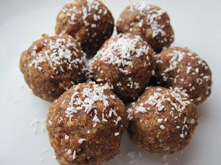Bread-Dates Laddu (Sugarless)