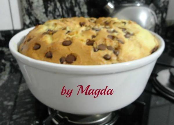 Bolo branco com gotas de chocolate: Magda