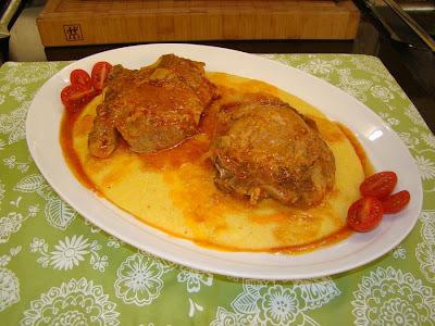 com bisteca de porco cozida na panela de pressao