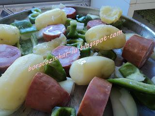 Calabresa com batatas ao forno