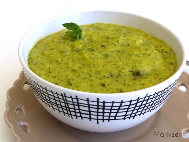 Soupe froide de courgettes au basilic