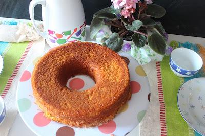 bolo de milho com flocão oleo e lata de milho