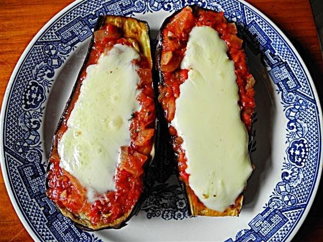 Berenjenas al horno con salsa fileto y mozzarella