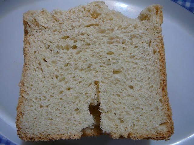 Pan tipo frances en la panificadora u horno de pan