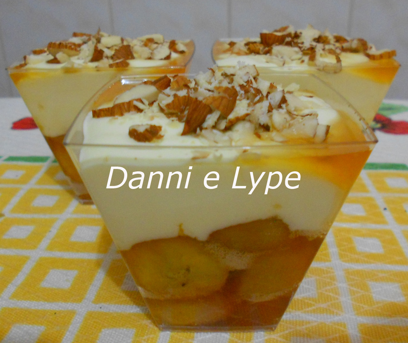 verrine de banana caramelada e queijo mascarpone versão normal e diet