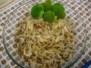 Mjadra (arroz com lentilhas)
