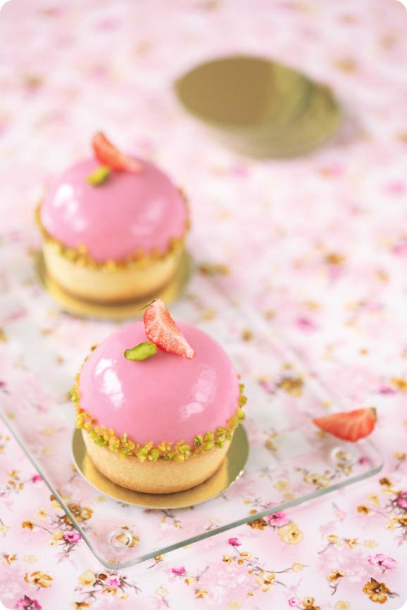 Фисташковые пирожные с земляничным кремё / Tarteletes de pistáchio com cremoso de morango silvestre