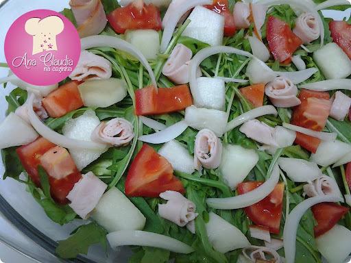 salada vinagrete com peito de peru